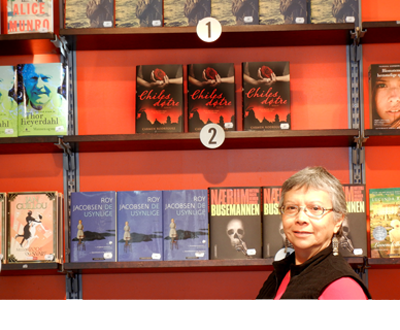 Carmen Rodriguez with Chiles Døtre at an Oslo Bookstore